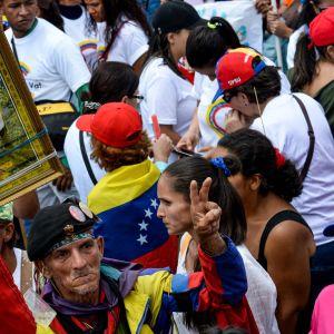 Anhängare till president Nicolás Maduro på ett kampanjmöte i Caracas 27.7.2017