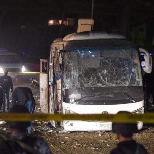 Bombexplosion vid turistbuss i Giza nära Kairo i Egypten