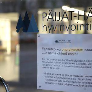 Kyltti korona-viruksesta Lahden kaupunginsairaalassa maaliskuussa 2020