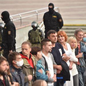 Människokedja i Minsk, i samband med protester mot president Alexandr Lukasjenko.