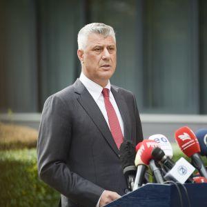 Kosovon presidentti Hashim Thaçi ilmoitti erostaan tiedotustilaisuudessa Kosovon pääkaupungissa Pristinassa 5. marraskuuta 2020.