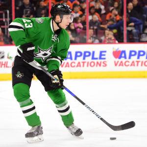 Esa Lindell under NHL-säsongen 2016-17.
