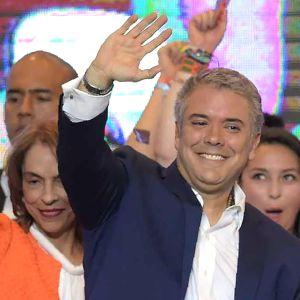 Ivan Duque firar sin seger i Colombias huvudstad Bogotá.