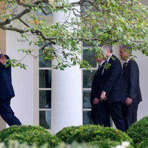 Yhdysvaltojen presidentti Donald Trump kuvattuna Valkoisen talon ulkopuolella 24. syyskuuta 2020.