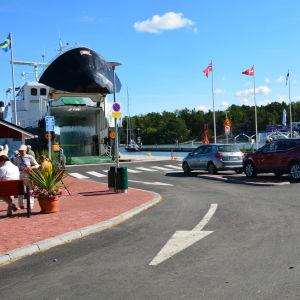 Förbindelsebåtsbrygga i Nagu hamn.