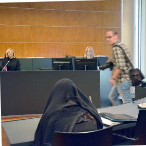 På måndagen inleddes rättegången mot den kvinna som misstänks för dråp i Laihela sommaren 2018.