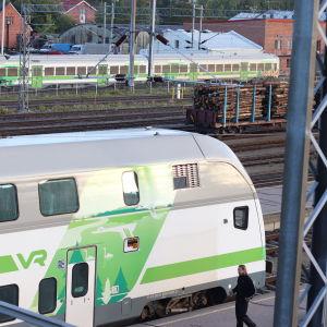 Ett tåg vid Åbo järnvägsstation.