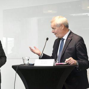 Statsministrarna Stefan Löfven till vänster och Antti Rinne till höger.