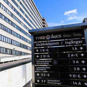 Informationstavla utanför ÅUCS.