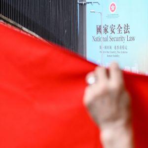 Den nya säkerhetslagen betecknas som den största juridiska förändringen i Hongkong sen den forna brittiska kolonin överlämnades till Kina för 23 år sen.