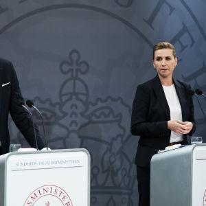 Kvinna, Mette Fredriksen, och en man, Magnus Heunucke håller presskonferens. De är stats- och hälsominstrar i Danmark.