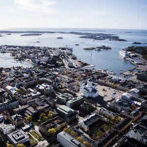 En flygbild över centrala Helsingfors i maj.