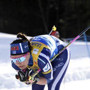 Kerttu Niskanen åker skidor på 10 kilometer klassiskt i VM i Seefeld.