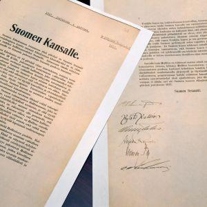 Finlands självständighetsdeklaration från den 4 december 1917, undertecknad av bland annat P. E. Svinhufvud.