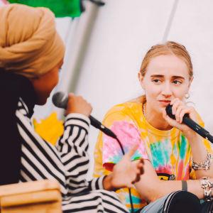 Silvana Imam ja Maryan Abdulkarim Ruisrockin Kupla-teltassa.