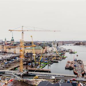 Den enorma byggarbetsplatsen vid Slussen i Stockholm.