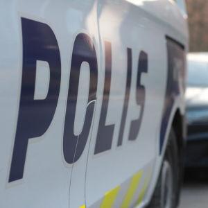 Svenska texten på en ny polisbil