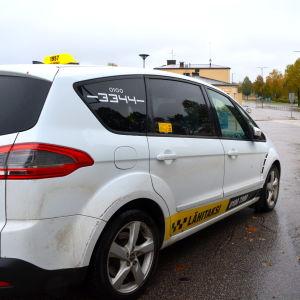 En taxibil från Lähitaksi.