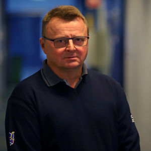 Mikkelin Jukurien toimitusjohtaja Jukka Toivakka jäähallin käytävällä.