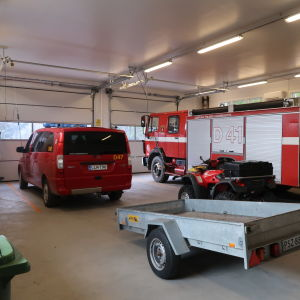 brandbilar i en hall
