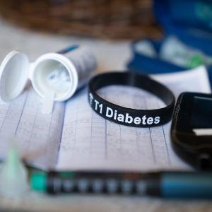 Diabeteksen hoitotarvikkeita.