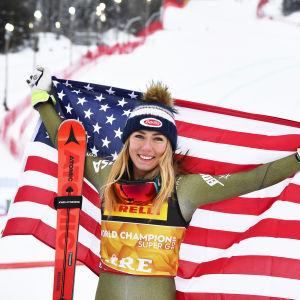 Mikaela Shiffrin firar sitt VM-guld i super-G i Åre 2019.
