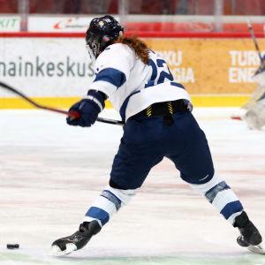 Susanna Tapani skjuter, Finland-Ryssland.