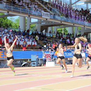Ida-Maria Sjölund ankare, Övernäs vinner 4x100 m, Stafettkarnevalen 2018.