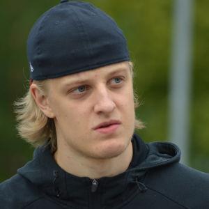 Tony Sund spelar ishockey i Vasa Sport.