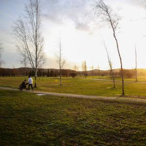 Golfaaja salon golfkentällä 2. tammikuuta 2020
