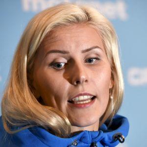 Kristiina Mäkelä på presskonferens i Doha.