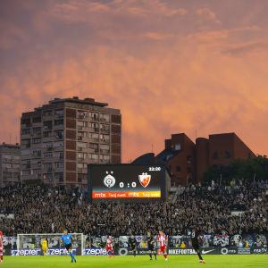 Det var fullpackat på Partizan Belgrads hemmastadion på onsdagskvällen.