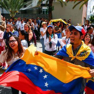 Oppositionen demonstrerar och visar sitt stöd för Juan Guaidó i Caracas, Venezuela.