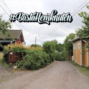 En gata med trähus i Raunistula i Åbo.