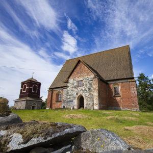 Hattulan Pyhän ristin kirkko.