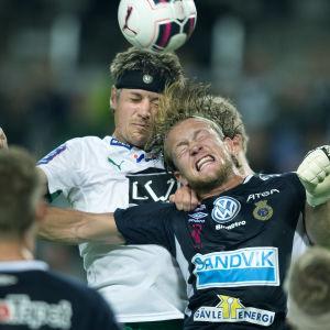 Anders Bååth (i blått) ansluter till SJK.