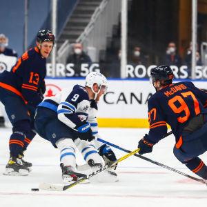 Jesse Puljujärvi har i Edmonton fått spela tillsammans med stjärnan Connor McDavid.