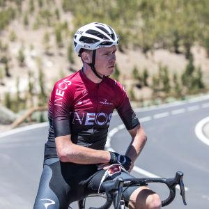 Chris Froome sitter på sin cykel