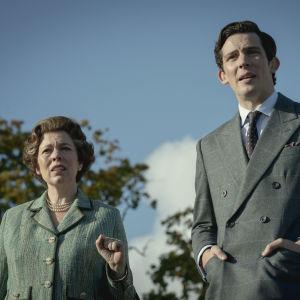 Olivia COlman och Josh O'Connor i serien The Crown.
