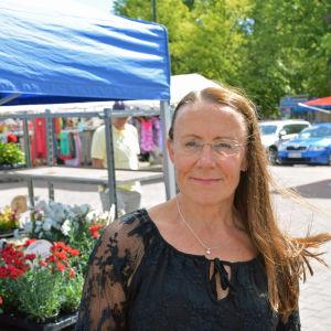 Pirkko Ruohonen-Lerner på torget i Borgå.