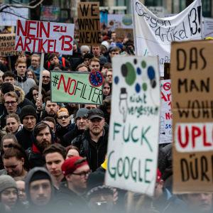Demonstration mot den då föreslagna artikel 13. Berlin den andra mars 2019.