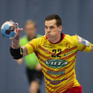 Cocks Nico Rönnberg i farten under handbollfinalerna mot Dicken våren 2019.