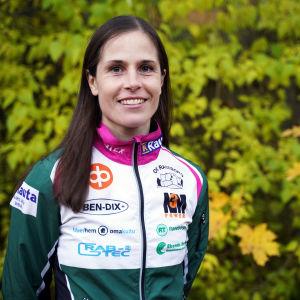 Porträttbild på Sara Lindholm.