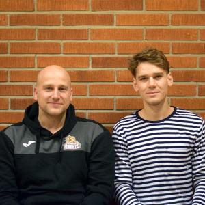 Innebandyspelarna Niklas Malm och Oskar Grönman från Raseborg Knights.