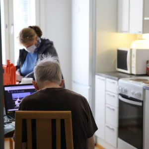 Hemvårdaren är avgörande för att äldre ska kunna bo kvar hemma längre.