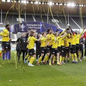 KuPS voitti miesten jalkapallon Suomen cupin keväällä 2021.