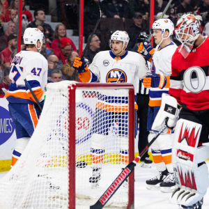 Valtteri Filppula firar sitt fjortonde mål för säsongen då hans New York islanders besegrade Ottawa med 4–2 i NHL den sjunde mars 2019.