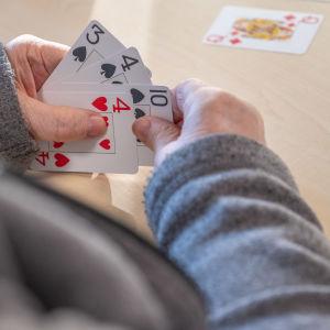 Lähikuva korttipelistä.