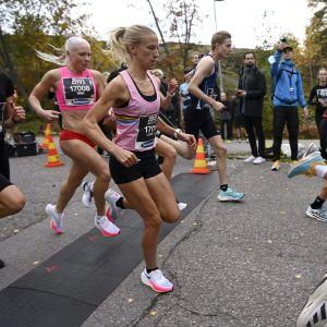 Camilla Richardsson (2. vas.) 5 km:n eliittisarjan juoksussa Helsinki City Running Day