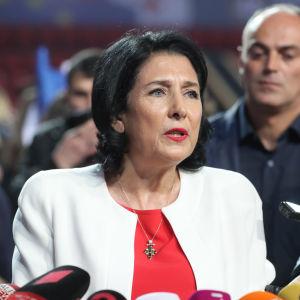 Bild på georgiska presidentkandidaten Salome Zurabishvili.